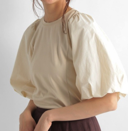 推しの王子様(推しプリ)・白石聖・佐野ひなこ・徳永えり・宮司愛海ドラマ衣装アイボリーのブラウス