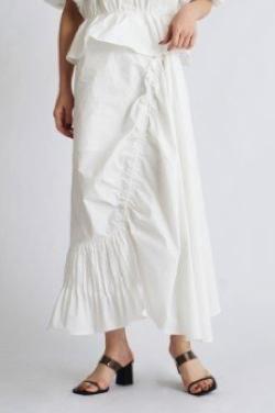 ボクの殺意が恋をした・小西はるホワイトのアシメギャザースカート