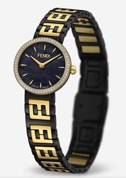 【彼女はキレイだった(かのきれ)】佐久間由衣(桐山梨沙)衣装ネイビーxイエローゴールドの腕時計