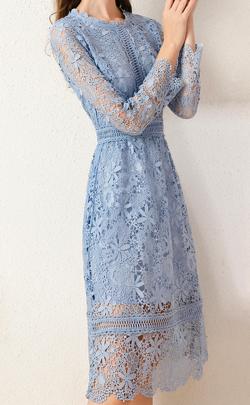 彼女はキレイだった(かのきれ)宇垣美里ドラマ衣装ブルーの刺繍ワンピース