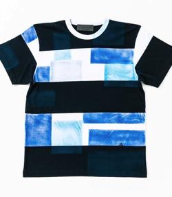 ナイトドクター岸優太 ドラマ衣装ネイビーxブルーxホワイトのパッチワークTシャツ