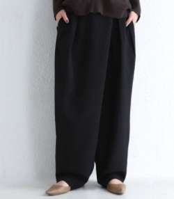 【IPサイバー捜査班】福原遥・島崎遥香・堀内敬子ドラマ衣装ブラックのパンツ