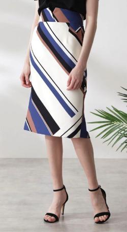 ZIP!水卜麻美 (ミトちゃん)ブルーのジオメトリックプリントスカート