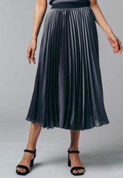 Live News it!加藤綾子衣装グレーのプリーツスカート