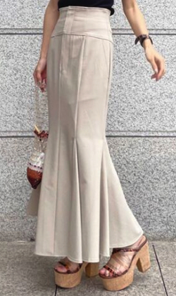 ZIP貴島明日香衣装   ベージュのマーメイドフレアスカート