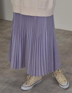 推しの王子様(推しプリ)・白石聖・佐野ひなこ・徳永えり・宮司愛海ドラマ衣装ムラサキのプリーツスカート