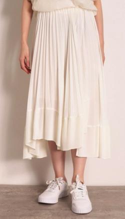 ZIP!水卜麻美 (みとちゃん)衣装ホワイトのプリーツスカート