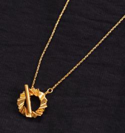 推しの王子様(推しプリ)・白石聖・佐野ひなこ・徳永えり・宮司愛海ドラマ衣装ゴールドの折り紙チェーンネックレス