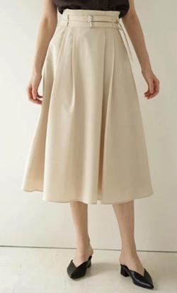 ZIP!水卜麻美 (みとちゃん)衣装ベージュのフレアスカート