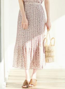 ZIP貴島明日香衣装ピンクの小花柄プリーツスカート