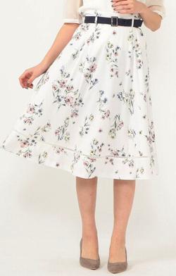 ハコヅメ・大友花恋ドラマ衣装ホワイトのフラワープリントスカート
