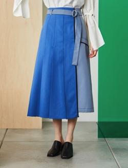 彼女はキレイだった衣装・片瀬那奈/村瀬紗英・山田桃子・寒川綾奈・吉田莉桜ブルーの切り替えスカート