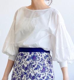 ZIP!水卜麻美 (みとちゃん)衣装ホワイトのウェーブブラウス