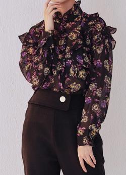 イタイケに恋して・石井杏奈ブラックの花柄シフォンシアーシャツ