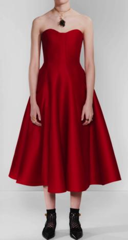 ボクの殺意が恋をした新木優子レッドのドレス