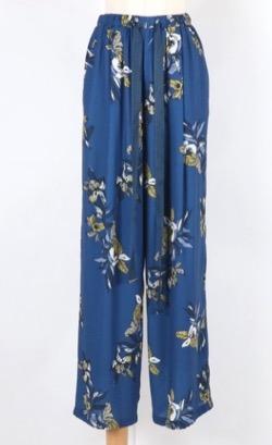 ボクの殺意が恋をした・新木優子衣装ブルーの花がらパンツ