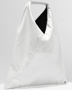 ボクの殺意が恋をした・新木優子衣装白いバッグ