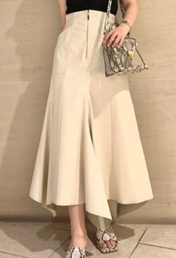 ボクの殺意が恋をした・田中みな実ドラマ衣装白いフレアアシンメトリースカート