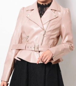 【ボクの殺意が恋をした(ボク恋)第4話】谷まりあドラマ衣装ピンクのライダースジャケット