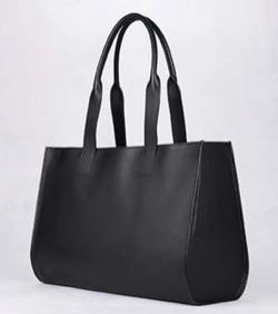 漂着者白石麻衣(新谷詠美)衣装黒いトートバッグ
