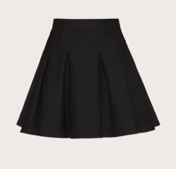 【彼女はキレイだった(かのきれ)】佐久間由衣(桐山梨沙)衣装黒いミニスカート