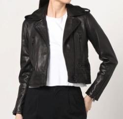 【彼女はキレイだった(かのきれ)】佐久間由衣(桐山梨沙)衣装黒いライダースジャケット