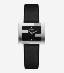 彼女はキレイだった【片瀬那奈】黒いベルトの腕時計