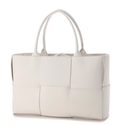 【彼女はキレイだった(かのきれ)・第4話】中島健人(長谷部宗介)ドラマ衣装白いトートバッグ