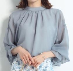 彼女はキレイだった(かのきれ)宇垣美里ドラマ衣装ブルーのフレア袖ブラウス