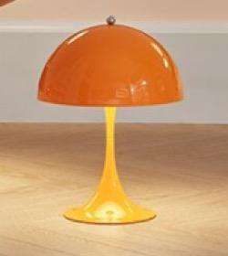 オレンジのアンブレラ型テーブルランプ