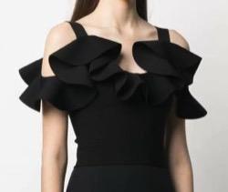 三吉彩花インスタ衣装・ファッション黒いデザイントップス