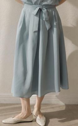 ZIP!水卜麻美 (みとちゃん)衣装ウエストリボンのフレアスカート