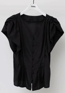 スッキリ・岩田絵里奈衣装ブラックのボリュームスリーブブラウス