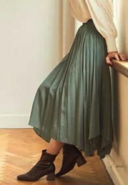 ZIP!水卜麻美 (みとちゃん)衣装グリーンのシャーリングスカート