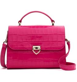 【彼女はキレイだった(かのきれ)】佐久間由衣(桐山梨沙)衣装ピンクのハンドバッグ