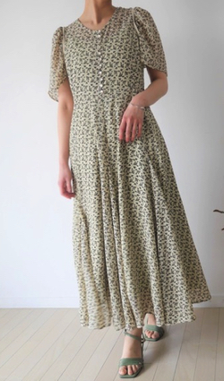 ZIP!水卜麻美 (みとちゃん)衣装アイボリーの小花柄フレアワンピース