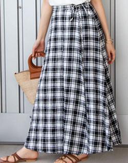 スッキリ・岩田絵里奈衣装ブラックのチェック柄フレアスカート