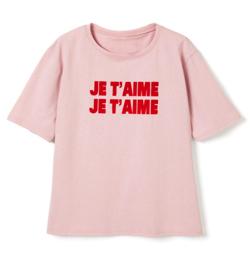 岡田結実・吉田あかりドラマ衣装ピンクのロゴTシャツ