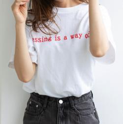 岡田結実・神宮寺勇太・吉田あかり・石川萌香ドラマ衣装ホワイトのロゴTシャツ