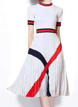 めざましテレビ井上清華衣装ホワイトのラインワンピース