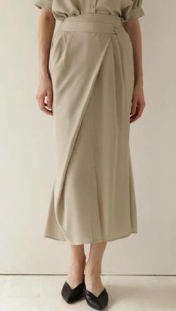 ZIP!水卜麻美 (みとちゃん)衣装ベージュのアシメマーメイドスカート