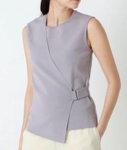 【サンデージャポン】山本里菜アナ衣装うすい紫のノースリーブニット