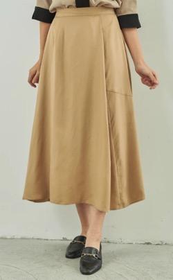 【zip】水卜麻美アナ(ミトちゃん)衣装(ブラウス・スカート)のブランド(2021/8/9)ベージュのフレアスカート