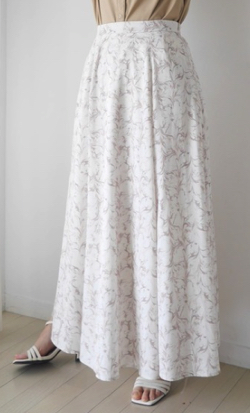 ZIP貴島明日香衣装ベージュのフラワープリントフレアスカート