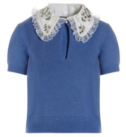 ブルーのビジュー襟ニット