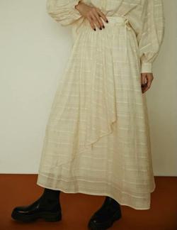 笑ってコラえて佐藤栞里衣装アイボリーのチェック柄スカート
