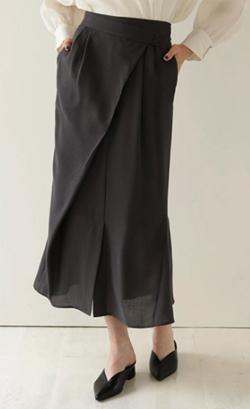ZIP!水卜麻美 (みとちゃん)衣装ブラックのアシメマーメイドスカート