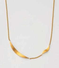 漂着者白石麻衣(新谷詠美)衣装ゴールドのネックレス