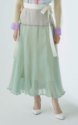 あざとくて何が悪いの?弘中綾香ライトグリーンのシアースカート