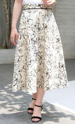 ZIP貴島明日香衣装ホワイトのフラワー刺繍スカート
